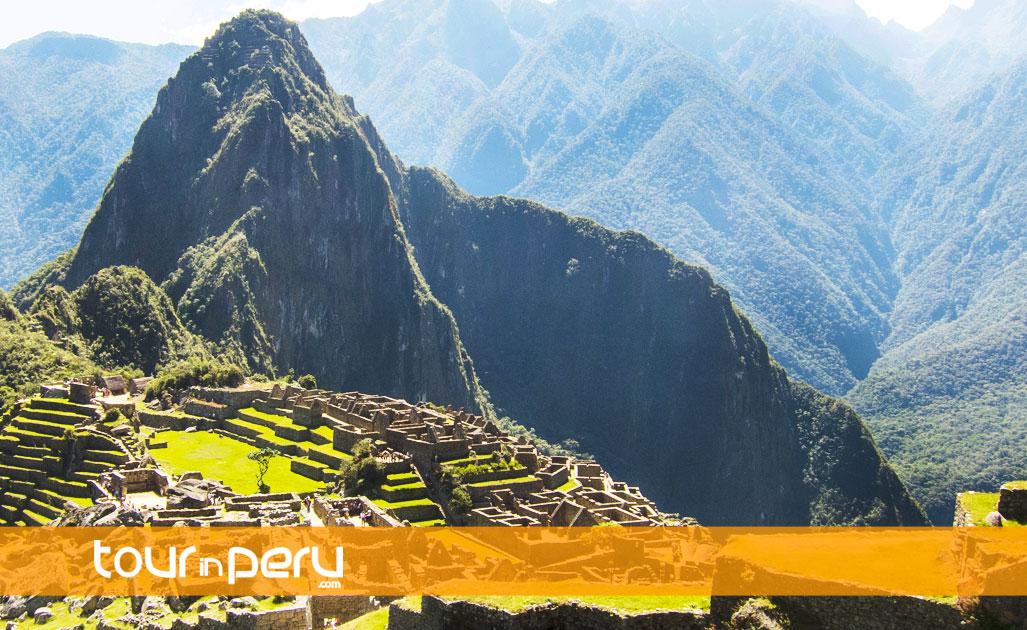 Machu Picchu y WaynaPicchu en Tren – 2 Días 1 Noche