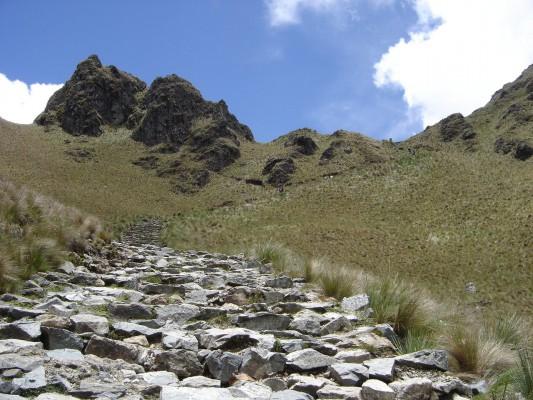 Camino por Warmihuanuscca